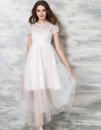 Balta suknelė su nėriniais ir tiuliu (VIN1019_1)