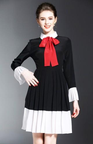 Juoda šilkinė suknelė su raudona kaklaskare (VIN1035)