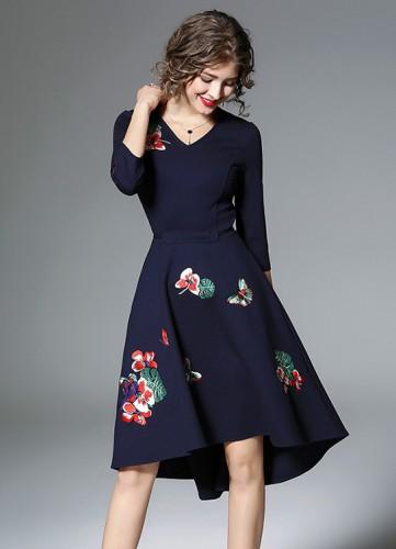 Mėlyna suknelė siuvinėta gėlėmis ir paukščiu M (VIN1289_1)
