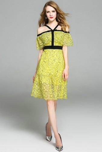 Geltona nėriniuota suknelė atvirais pečiais S-L  (VIN1137_1)