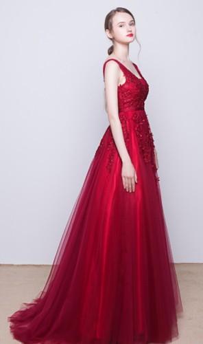 Raudona ilga tiulinė suknelė puošta nėriniais S/M  (VIN1140_1)